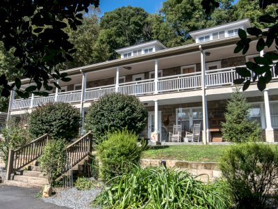 Calhoun House Inn & Suites - United States,  110 Bryson Ave, Bryson City, North Carolina, 28713